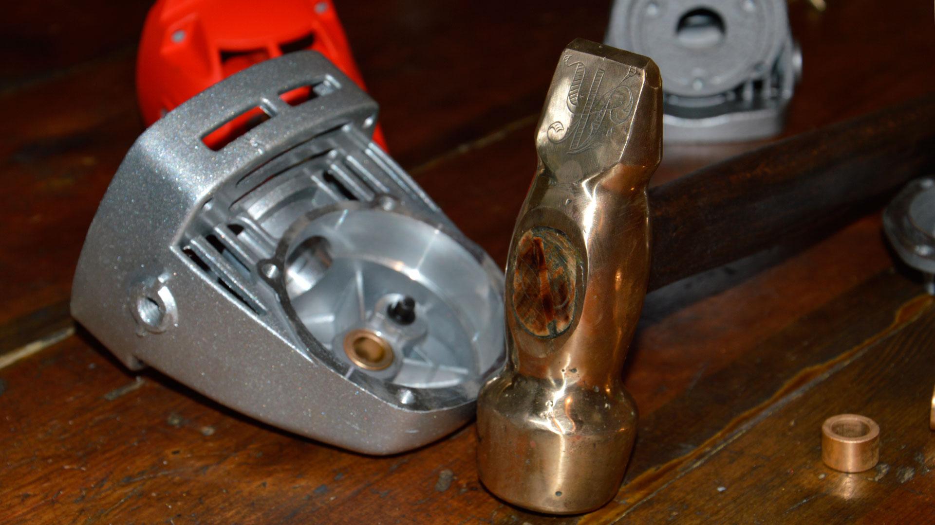 Бронзовый молоток как незаменимый, но редкий инструмент